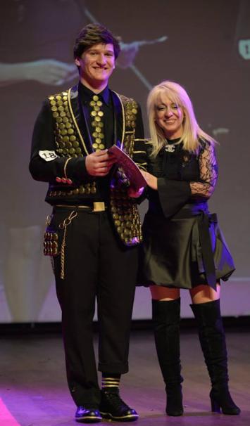 Liseli Mankenler Pera'da Yaratıcı Kostümlerle Yarıştı