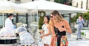Four Seasons Hotel Bosphorus Sedef Gali İle Yaza Merhaba Dedi