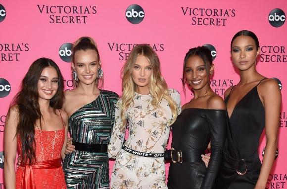 Victoria's Secret Melekleri, Dünyanın En Seksi Defilesini İzlemek İçin New York'ta Yeniden Bir Araya Geldi!