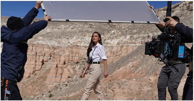 Bensu Soral, Clear'ın Yeni Reklam Filmi İçin Kamera Karşısına Geçti