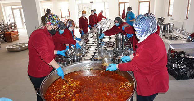 Beypazarı Belediyesi, Ramazan Ayı Boyunca Günlük 400 Haneye Sıcak Yemek Dağıtımı Yapıyor