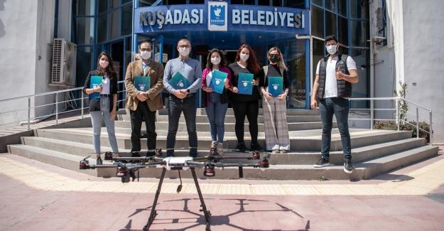 Kuşadası Belediyesi'nin Kadın Drone Pilotları Belgelerini Aldı