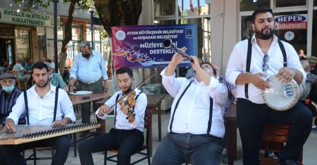 Aydın Büyükşehir Belediyesi Ve Kuşadası Belediyesi'nden Müzisyenlere Destek