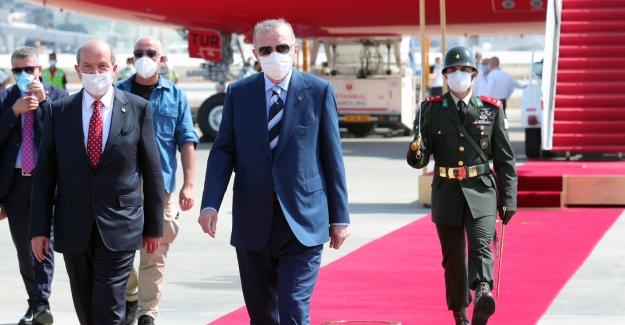 Cumhurbaşkanı Erdoğan, KKTC'de Resmİ Törenle Karşılandı