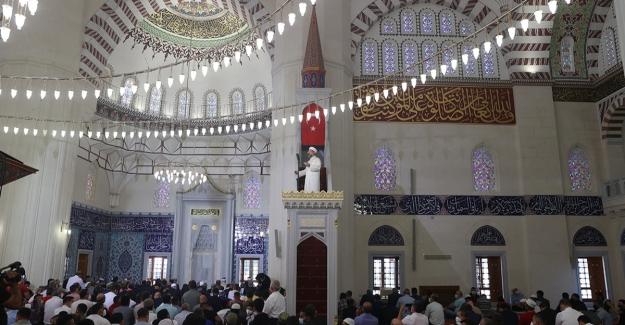 Diyanet İşleri Başkanı Erbaş, Hala Sultan Camii'nde Bayram Hutbesi İrad Etti