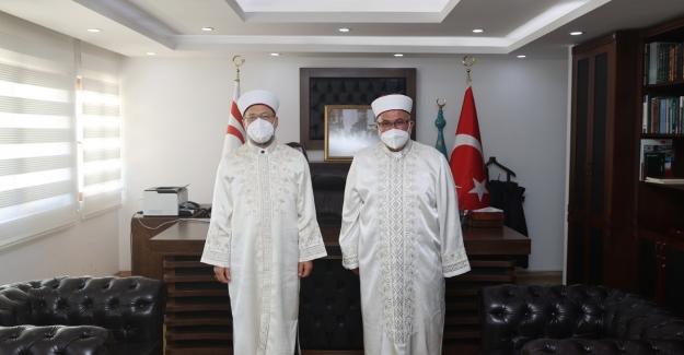 Diyanet İşleri Başkanı Erbaş'tan KKTC Din İşleri Başkanına Hayırlı Olsun Ziyareti