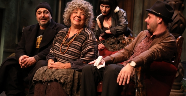 İBB Şehir Tiyatroları Ekim Ayında 3'ü Yeni, 19 Oyunla Seyirciyle Buluşuyor