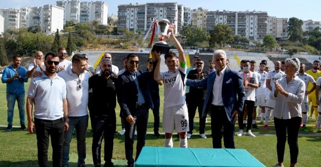 Kuşadasıspor Şampiyonluk Kupasına Kavuştu