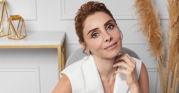 """Nur Fettahoğlu Yeni Reklam Filminde """"Cildim Onunla Her Yaşta Güzel"""" Dedi"""