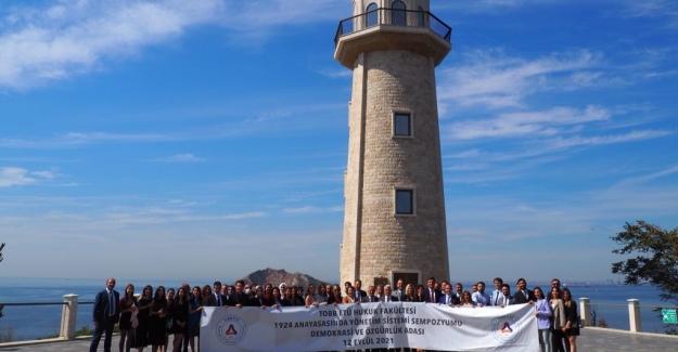 TOBB ETÜ'lü Akademisyen Ve Öğrenciler, Demokrasi Ve Özgürlükler Adası'nda Buluştu