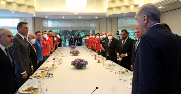 Cumhurbaşkanı Erdoğan, Avrupa Şampiyonu Olan Ampute Futbol Millî Takımı'nı Kabul Etti
