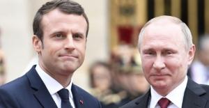 Putin İle Macron, Ankara'daki Üçlü Zirveyi Görüştü