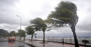 Ülke Genelinde Kuvvetli Rüzgar Ve Fırtına Uyarısı