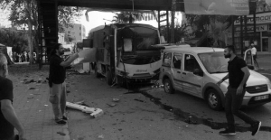 Adana'da Polis Aracına Bombalı Saldırı: 1'i Polis 5 Kişi Yaralı