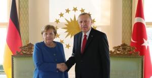 Cumhurbaşkanı Erdoğan, Almanya Başbakanı Merkel İle Video-Konferans Yöntemiyle Görüştü