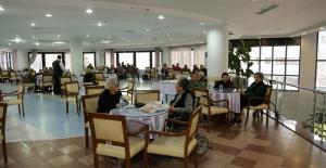 Huzurevi Sakinleri Bu Bayram Da Unutulmadı Yaşlı Ve Engelli Vatandaşlara Bayramda Moral İzni