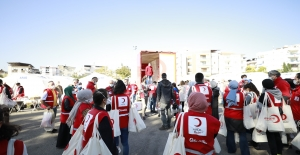 Türk Kızılay İzmir'in Yaralarını Sarmaya Devam Ediyor