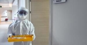 """Bakan Selçuk: """"COVİD-19 Tedavisi Gören Hastalarımızın SUT Kapsamındaki Sağlık Giderlerini Karşılıyor, Pandemi Bakım Ücreti Ödüyoruz"""""""