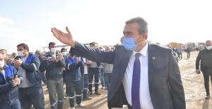 İşçilerden Başkan Çetin'e Sevgi Gösterisi
