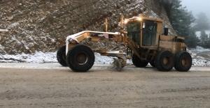 Kuşadası Belediyesi Karla Kaplı Yolları Ulaşıma Açtı