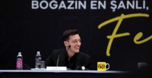 Mesut Özil Törenle İmzayı Attı