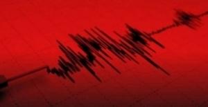 Ege Denizi'nde İzmir'in Karaburun ilçesi Açıklarında 5,1 Şiddetinde Deprem
