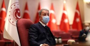 Bakan Akar, Akar, Sağlık Personelinin Tıp Bayramını Kutladı