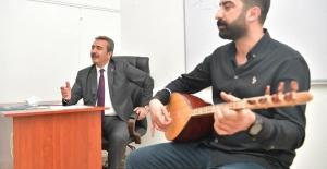 Başkan Soner Çetin Kursiyerlerle Türkü Söyledi