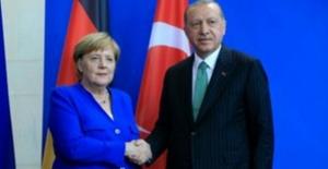 Cumhurbaşkanı Erdoğan, Almanya Başbakanı Merkel İle Video Konferans Görüşmesi Gerçekleştirdi.
