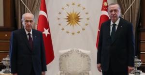 Cumhurbaşkanı Erdoğan, MHP Genel Başkanlığına Yeniden Seçilen Bahçeli'yi Telefonla Arayarak Tebrik Etti