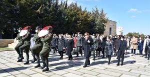 Şule Akar ve Beraberindeki Heyet, 8 Mart Dünya Kadınlar Günü Dolayısıyla Anıtkabir'i Ziyaret Etti