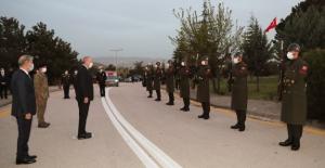 Cumhurbaşkanı Erdoğan, 4. Kolordu Komutanlığı'nda Askerlerle Birlikte İftar Yaptı
