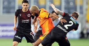 Galatasaray Zirveyi Bırakmıyor