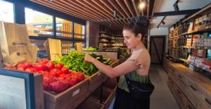 Kuşadası'nda Ucuz Ve Sağlıklı Gıdanın Merkezi 'Halk Adamarket'
