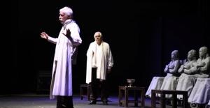 Tiyatronun Azizlerinden Kuşadası'nda Muhteşem Performans