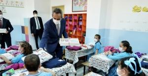 Bakan Özer, Sıfır Atık Projesi Kapsamında Defter Dağıtım Törenine Katıldı